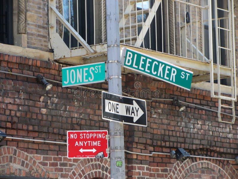 Placa de calle de Bleecker, Manhattan, Nueva York imagenes de archivo
