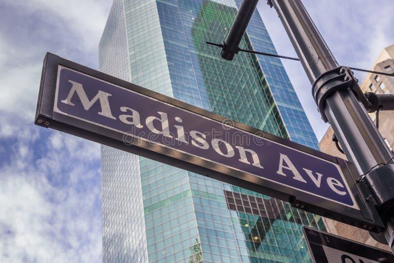 Placa de calle de la avenida de Madison en New York City fotos de archivo