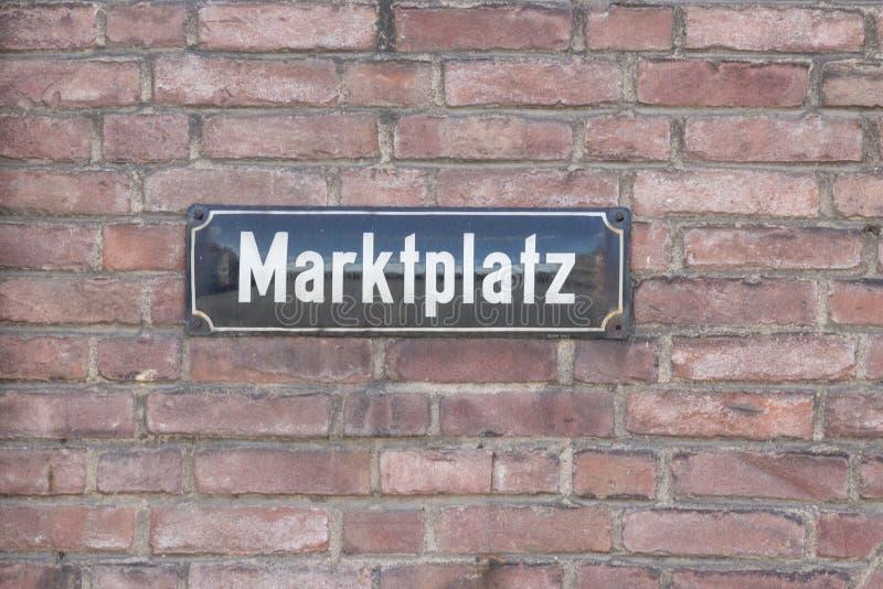 Placa de calle de Marktplatz imágenes de archivo libres de regalías