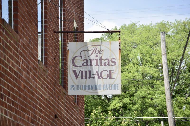 Placa de calle del café de la comunidad del pueblo de Caritas, Memphis, TN imágenes de archivo libres de regalías