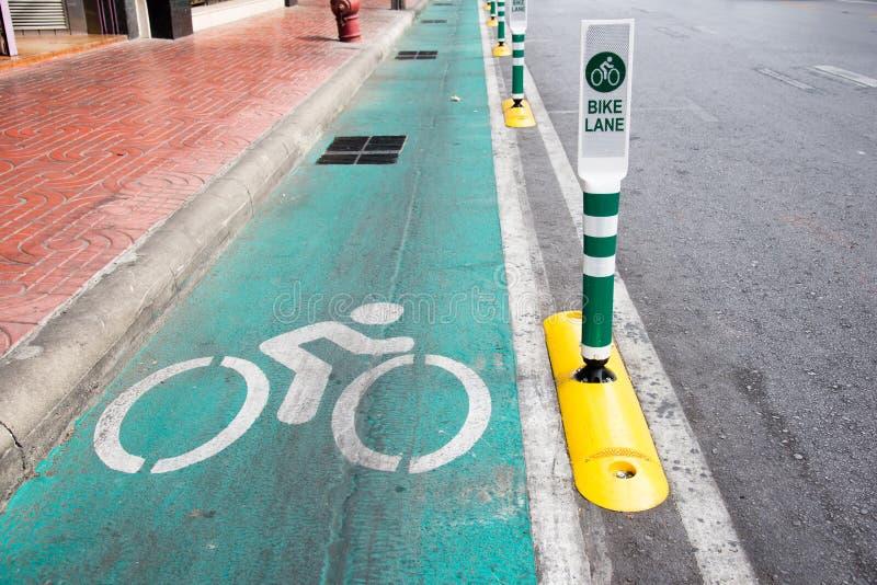 Placa de calle del carril de la bici en Bangkok fotografía de archivo