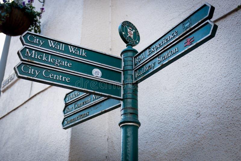 Placa de calle en la ciudad de York de Reino Unido foto de archivo libre de regalías