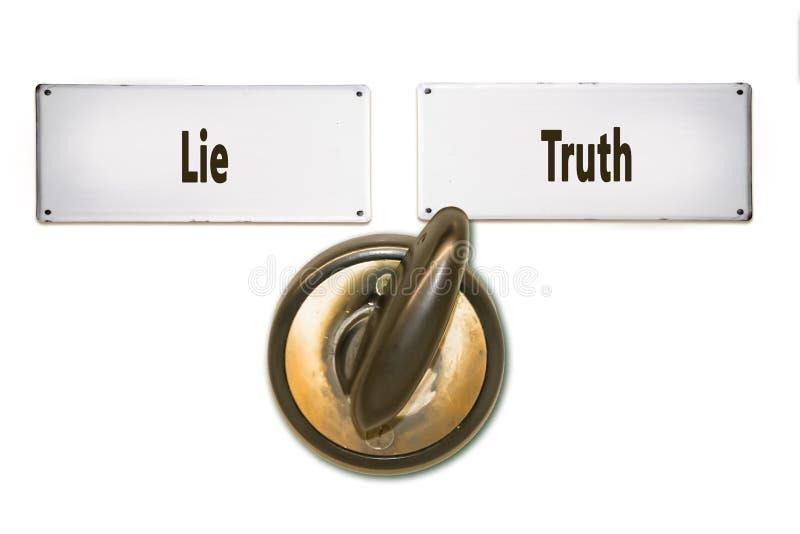 Placa de calle a la verdad contra mentira fotografía de archivo