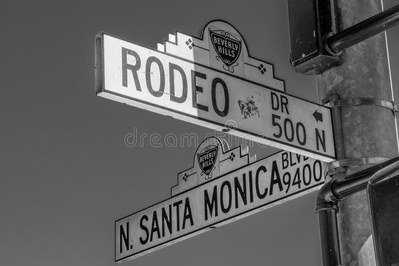 Placa de calle Santa Monica Blvd y Rodeo Drive en Beverly Hills - CALIFORNIA, los E.E.U.U. - 18 DE MARZO DE 2019 imagenes de archivo