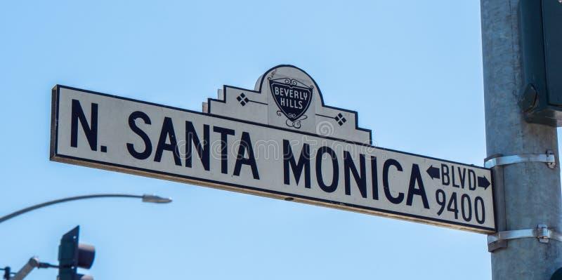 Placa de calle Santa Monica Boulevard en Beverly Hills - CALIFORNIA, los E.E.U.U. - 18 DE MARZO DE 2019 fotografía de archivo