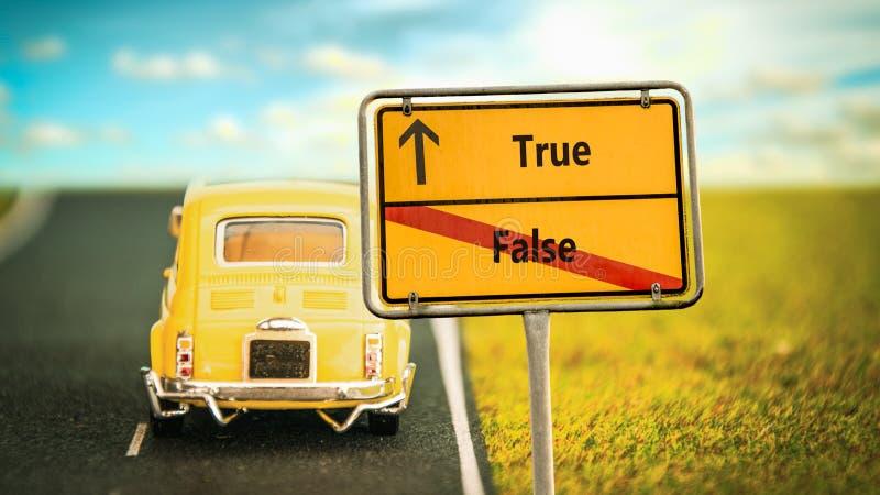 Placa de calle verdad contra falso fotografía de archivo libre de regalías