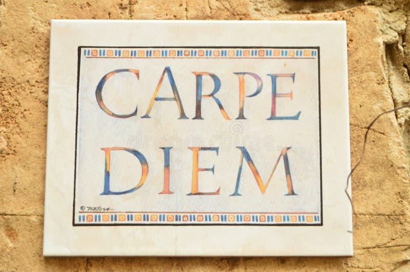 Placa de cerámica preciosa carpe diem adentro de Medinaceli foto de archivo libre de regalías