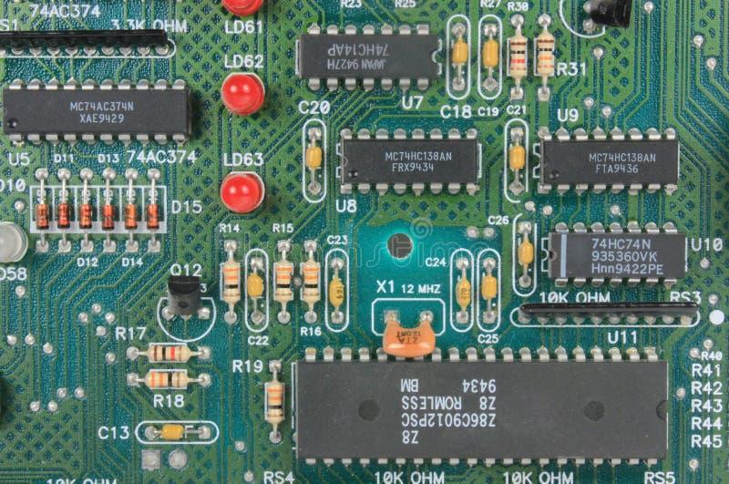 Placa de circuito com componentes eletrônicos fotografia de stock royalty free