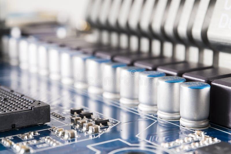 Placa de circuito con los condensadores imagen de archivo libre de regalías
