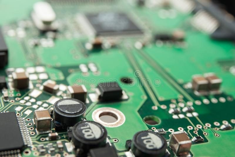 Placa de circuito elétrico com detalhes, foco seletivo ilustração royalty free