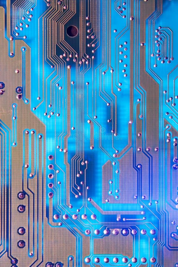 Placa de circuito no azul imagens de stock royalty free