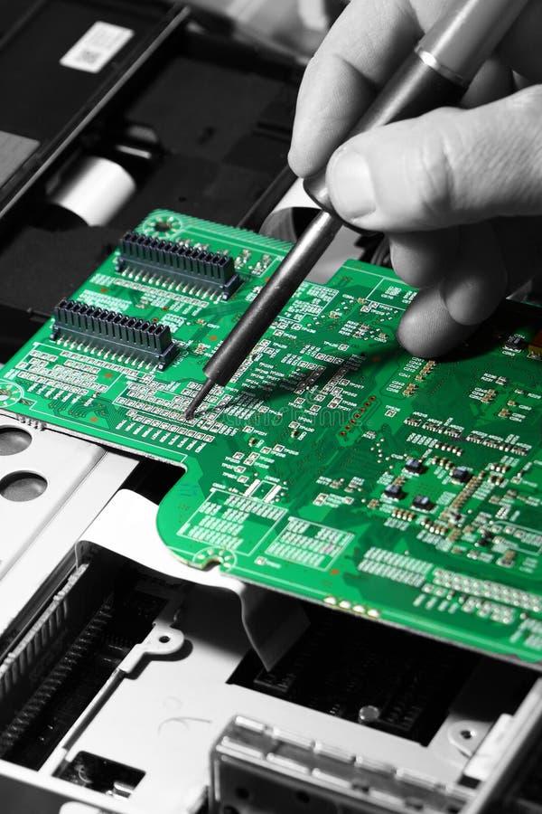 Placa de circuito que suelda foto de archivo libre de regalías