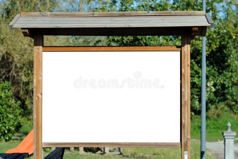 Placa de conta em branco no parque fotografia de stock