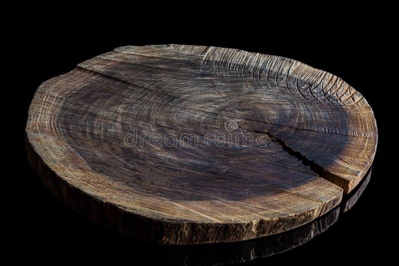 Placa de corte de madeira áspera velha do ângulo alto fotos de stock