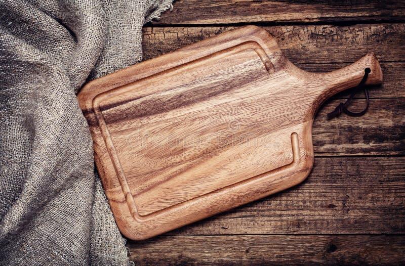 Placa de corte vazia do vintage em de madeira velho foto de stock royalty free