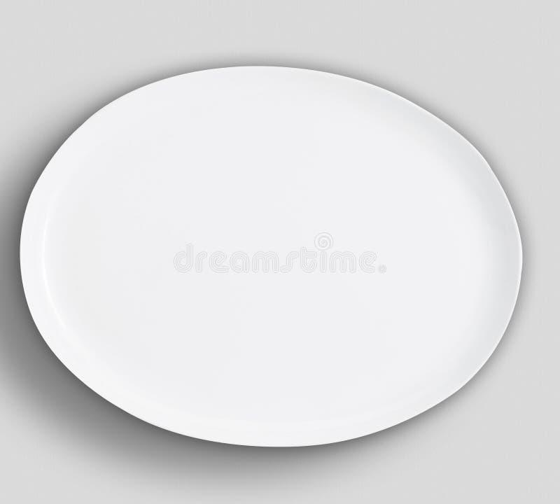PLACA de ENSALADA blanca de la ronda vac?a con la frontera adornada en el tablero blanco fotografía de archivo