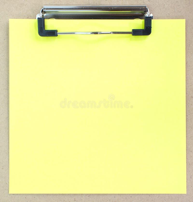 Placa de grampo e papel colorido fotos de stock royalty free