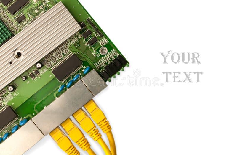 Placa de interruptor dos ethernet com opinião superior amarela de cabos de remendo foto de stock