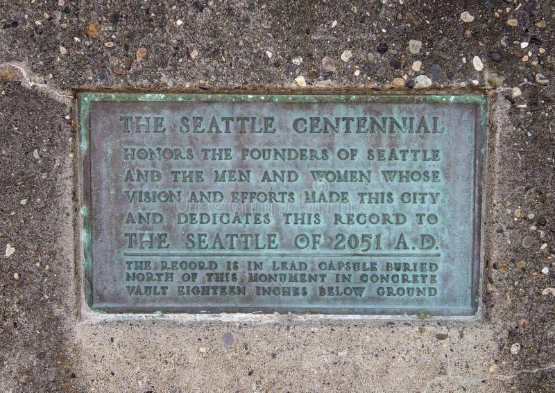 Placa de la información en el lugar de nacimiento del monumento de Seattle, Alki Beach, Seattle, Washington imágenes de archivo libres de regalías