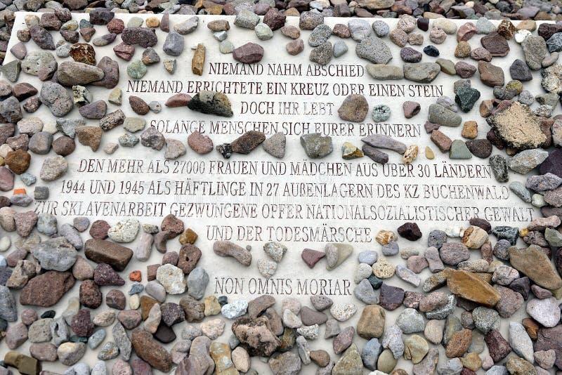 Placa de la memoria en el campo de concentración de Buchenwald fotos de archivo
