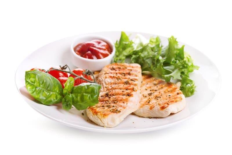 Placa de la pechuga de pollo asada a la parrilla con las verduras imágenes de archivo libres de regalías