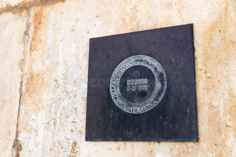 Placa de la UNESCO en el monasterio de Batalha fotos de archivo