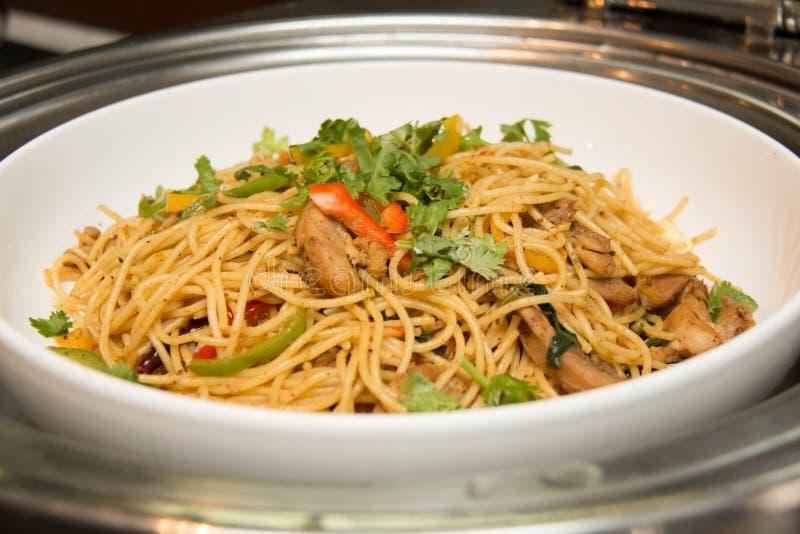 Placa de los espaguetis picantes del estilo tailandés fotos de archivo libres de regalías