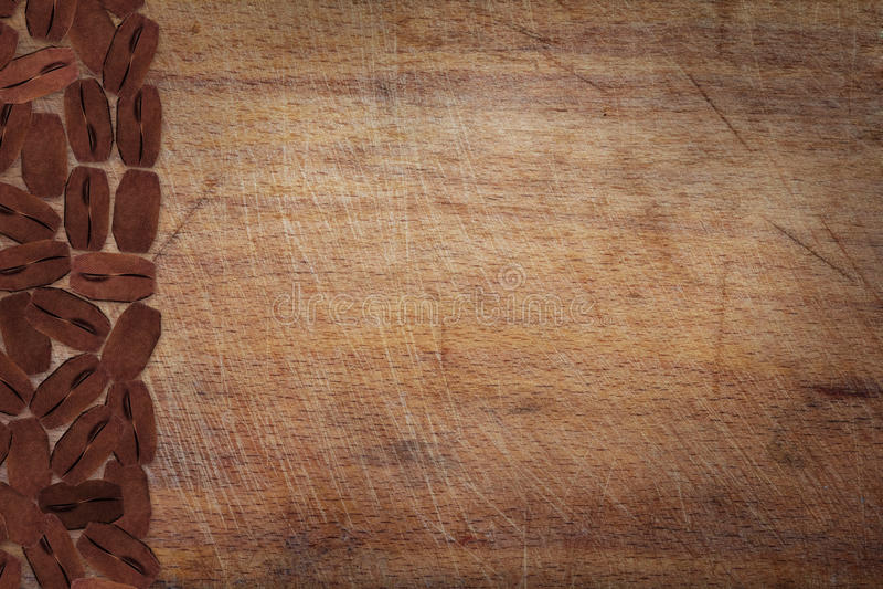 Placa de madeira da cozinha com café imagens de stock