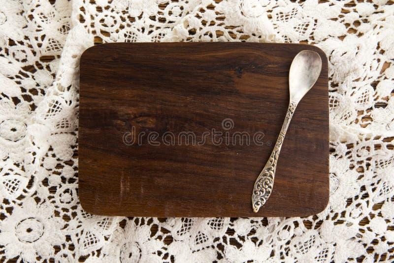 Placa de madeira na parte traseira do laço imagem de stock
