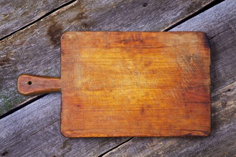 Placa de madeira velha em uma mesa velha fotos de stock