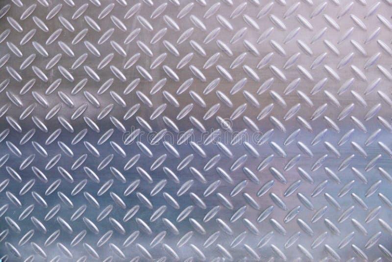 Placa de metal en fondo color plata foto de archivo