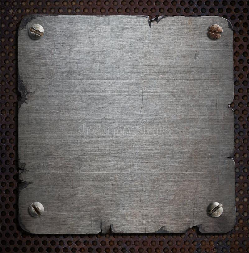 Placa de metal oxidada com fundo rasgado das bordas imagem de stock royalty free
