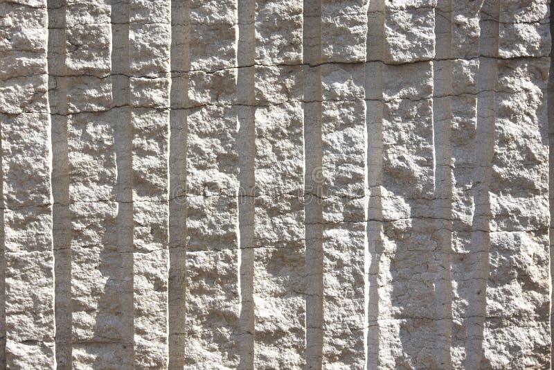 Placa de piedra perforada y estallada fotos de archivo