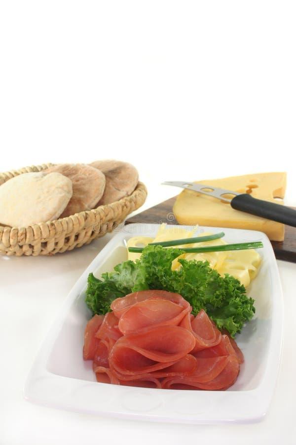 Placa de queijo da salsicha imagens de stock