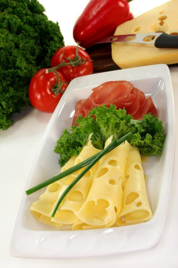Placa de queijo da salsicha fotografia de stock royalty free