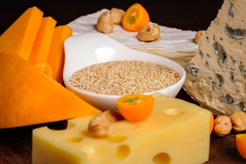 Download Placa de queso foto de archivo. Imagen de grupo, vida - 42437146
