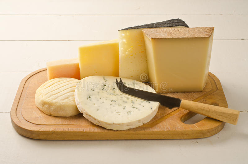 Placa de queso clasificada fotos de archivo