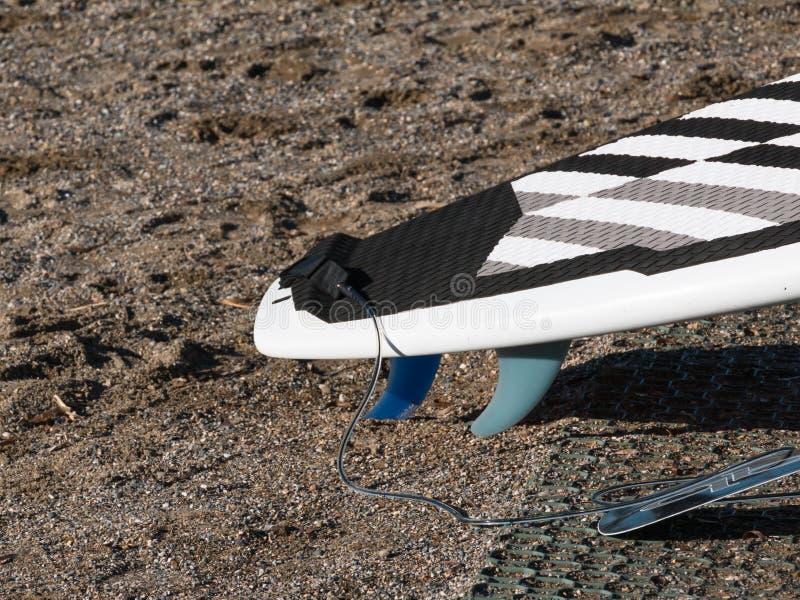 Placa de ressaca na areia na praia imagem de stock royalty free