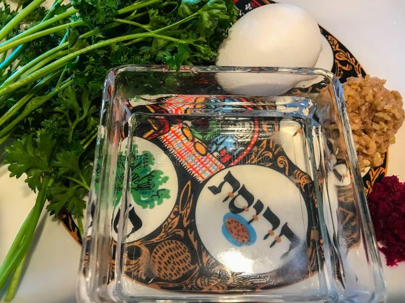 Placa de Seder usada en ceremonia de la pascua judía fotografía de archivo libre de regalías