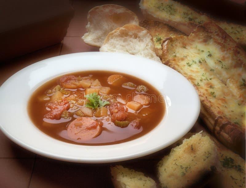 Placa de sopa do minestrone fotos de stock royalty free