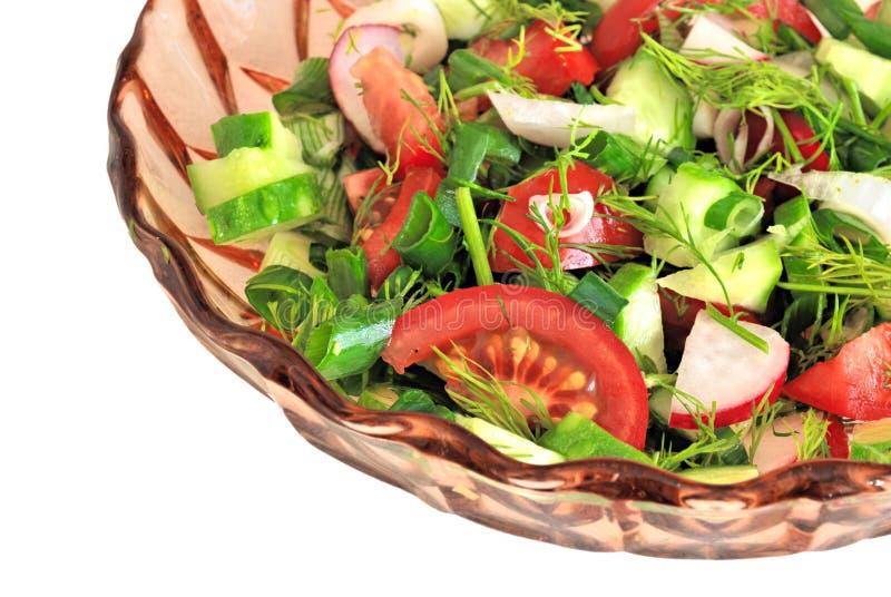 Placa de vidro com a salada isolada foto de stock