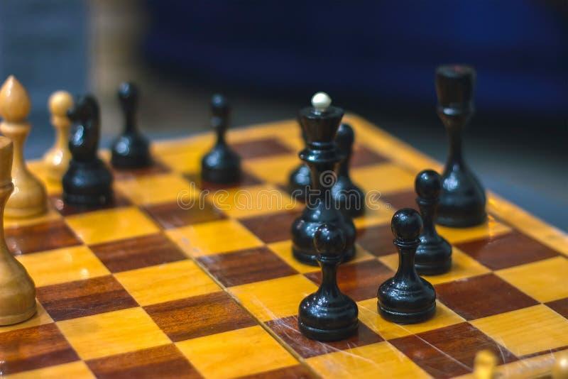 Placa de xadrez com partes Posição de Chessmate imagens de stock