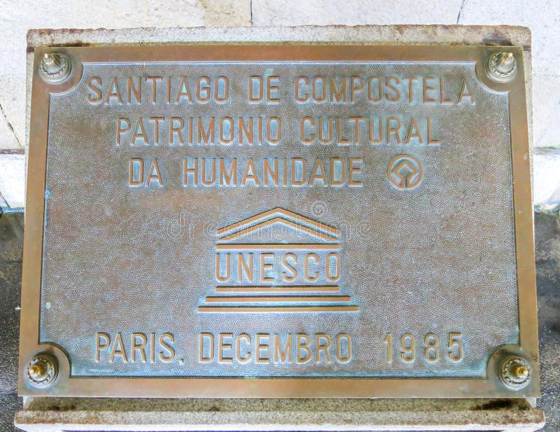 Placa del patrimonio mundial de la UNESCO de Santiago de Compostela, Galicia, España imágenes de archivo libres de regalías