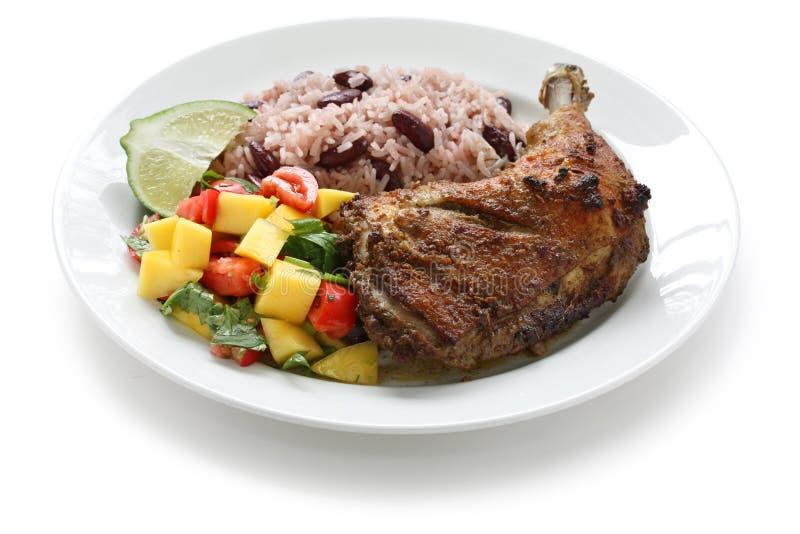 Placa del pollo del tirón, alimento jamaicano imagenes de archivo