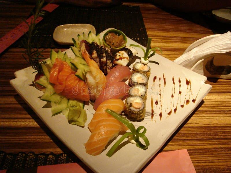 Placa del sushi y del Sashimi fotos de archivo