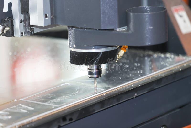 Placa do acrílico do corte de máquina do CNC fotos de stock royalty free