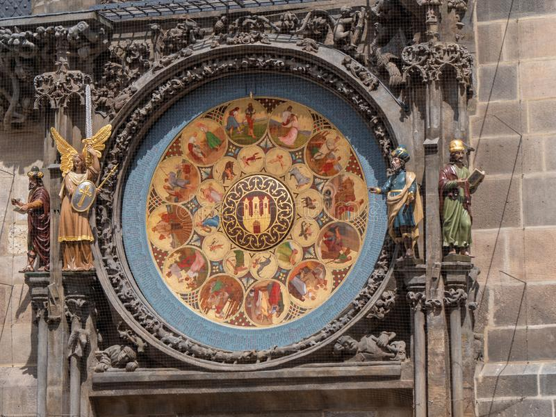 Placa do calendário do pulso de disparo astronômico em Praga, República Checa imagem de stock royalty free