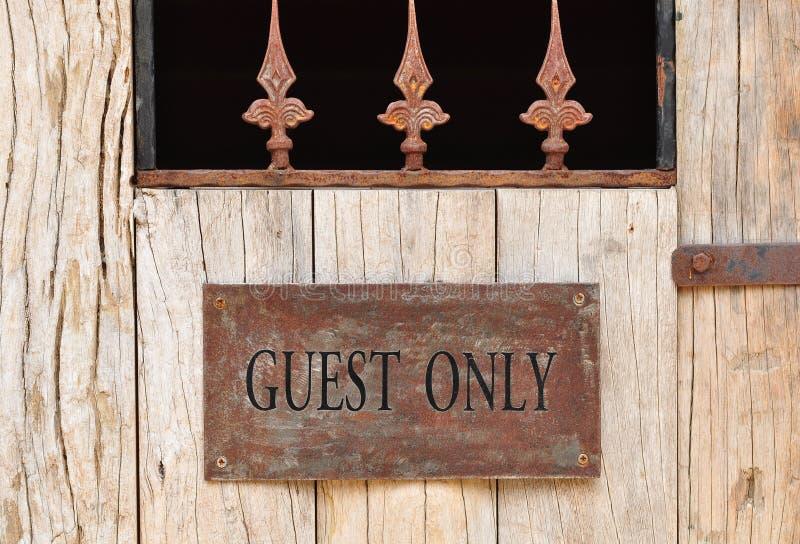 'Placa do convidado somente' imagens de stock royalty free