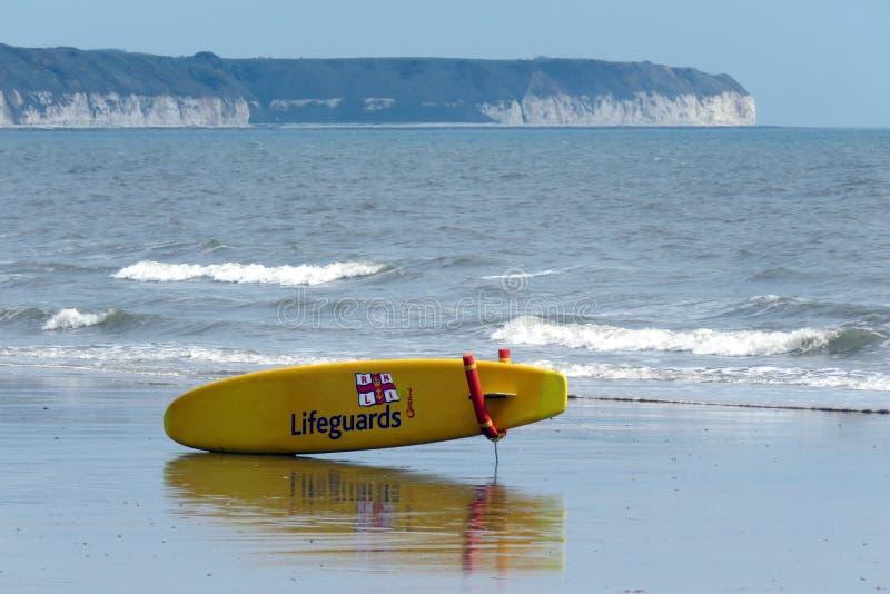 Placa do corpo das salvas-vidas na praia em Bridlington Reino Unido fotografia de stock royalty free