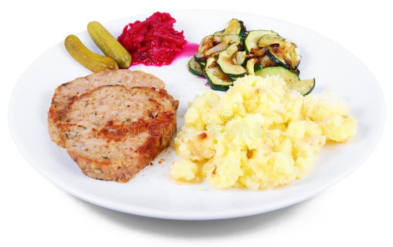 Placa do rolo de carne recentemente cozinhado com batatas fotografia de stock royalty free
